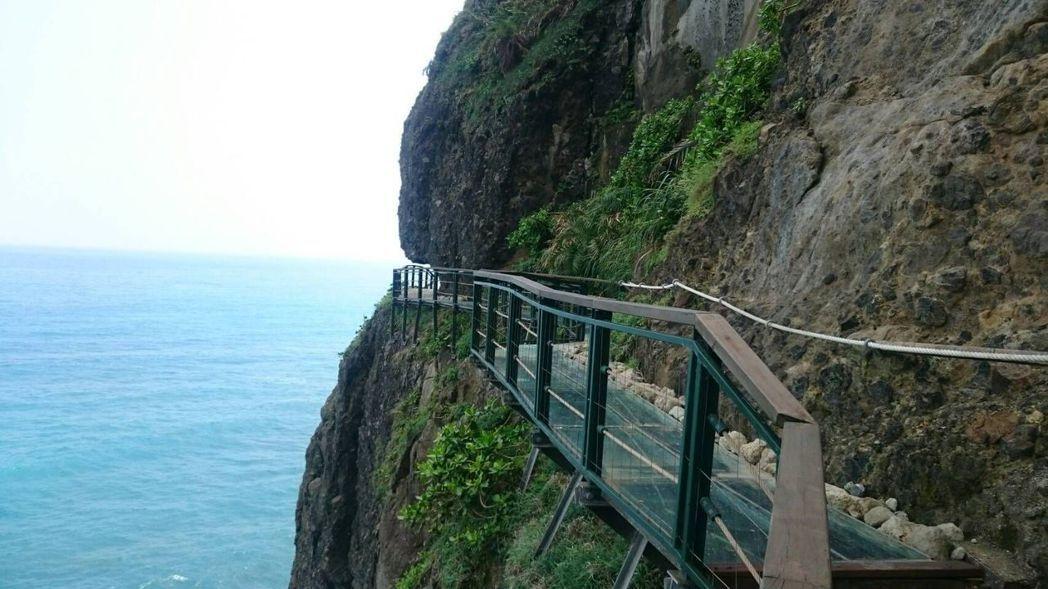 花蓮天空步道沿著斷崖修建。 豐濱鄉公所/提供