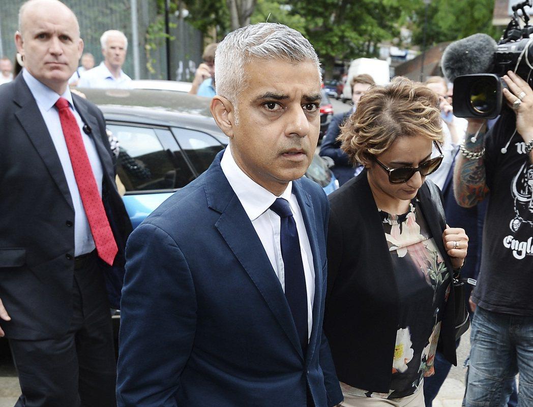 倫敦市長沙迪克汗,在大火事件後公開批判火災逃生的安全準則。 圖/美聯社