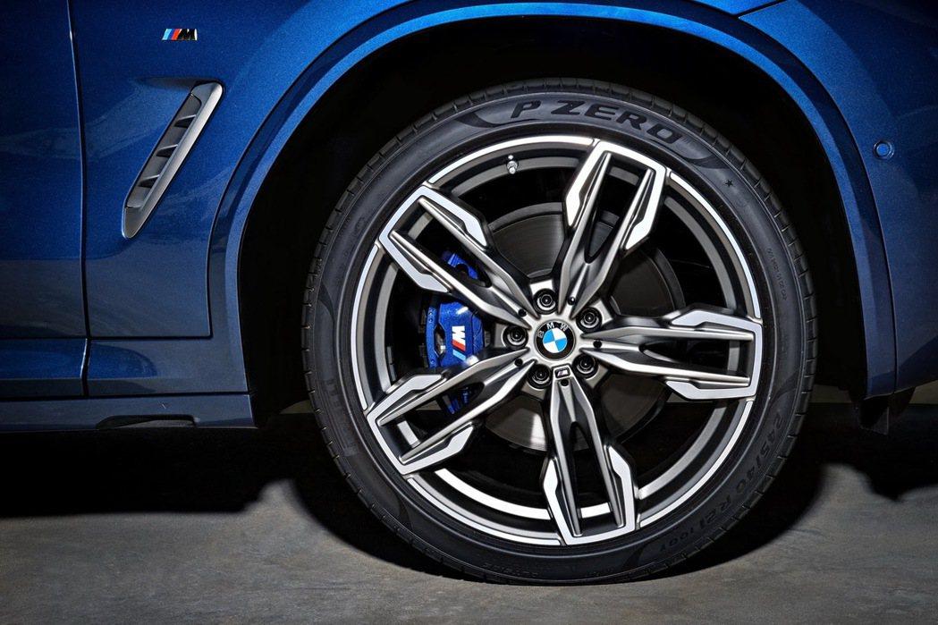 M款鋁圈與剎車卡鉗。 摘自BMW
