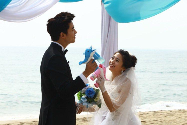 鬼鬼與韓國野獸男團2PM的玉澤演出演《我們結婚了》,被網友大讚「最登對夫妻」。圖...