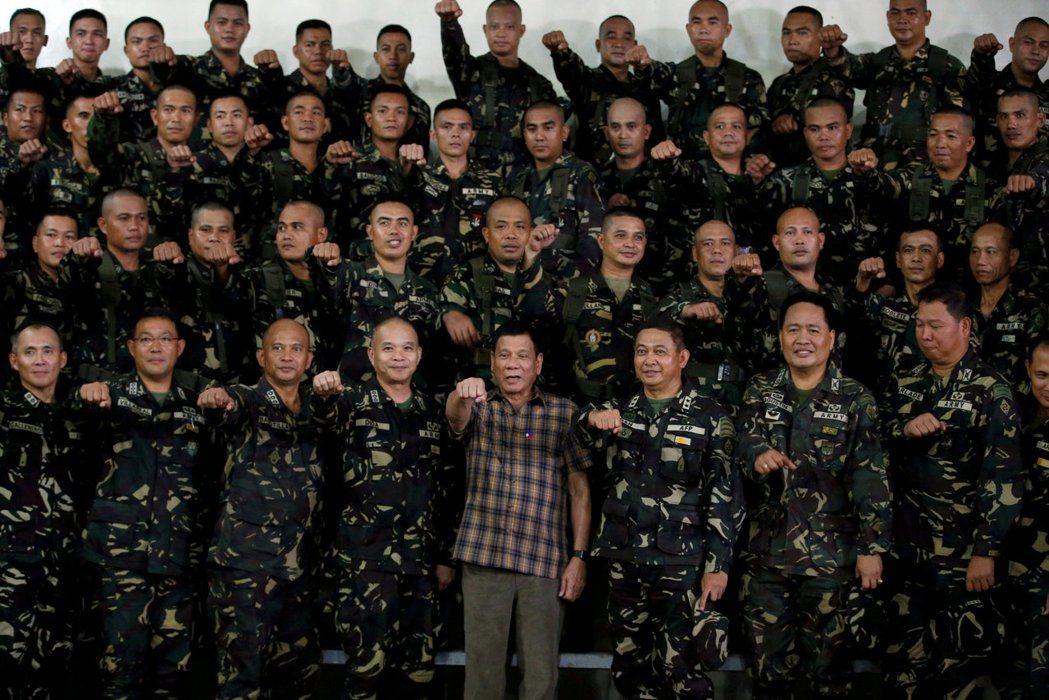 我們對菲律賓的認識,被框限在這個強人的身影裡。 圖/路透社