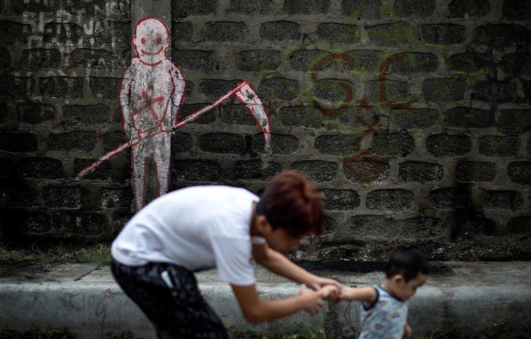 困擾菲律賓民生問題,都還是個結,上不了台面,而在杜特蒂治國下,政績反映在「反毒」...
