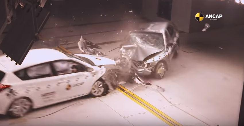 消費者可透過撞擊測試的成績,做為購車時的決策考量。 摘自 Youtube