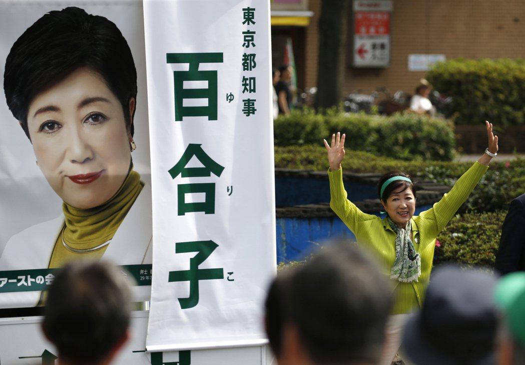 這場東京都議員選舉,在小池知事(右)與首相安倍晉三的嫌隙浮出檯面後,逐漸成為雙方...
