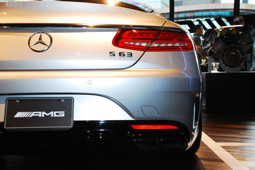 Mercedes-AMG S63 Coupe靜靜坐在「#AMGPopUpTaip...
