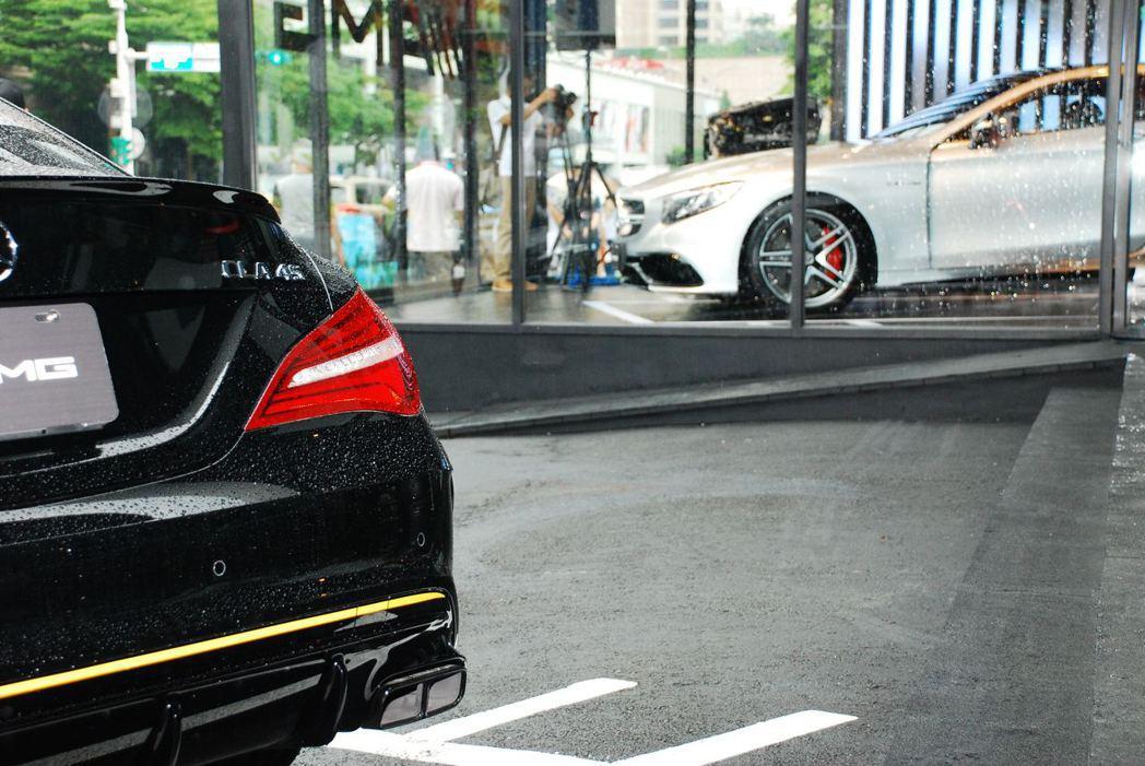 CLA 45與S63 Coupe。記者林昱丞/攝影