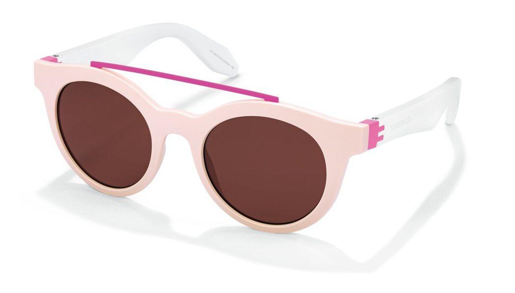 SWATCH艾莉西亞太陽眼鏡,白色鏡腳和桃紅色的點綴,讓整體風格,更具夏日指標性...