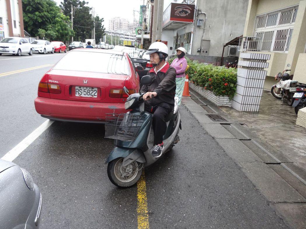 高齡駕駛人駕駛執照管理制度明天上路,剛滿75歲老人要接受認知功能檢測及體檢,才能...
