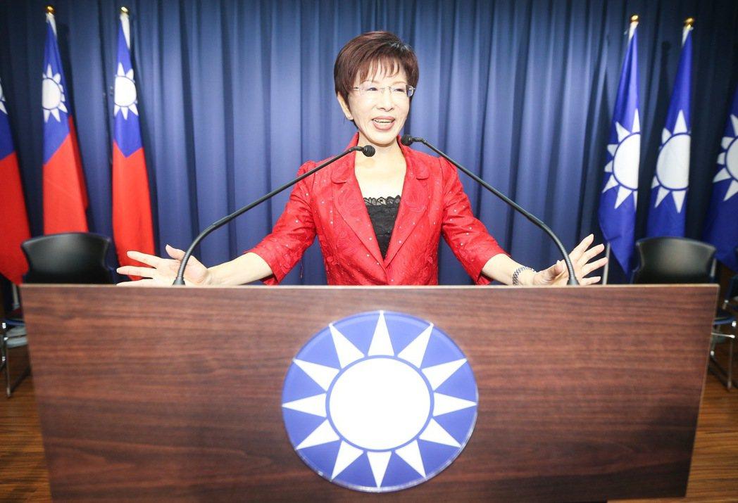 洪秀柱站上黨部內媒體中心的演講台。記者黃威彬/攝影
