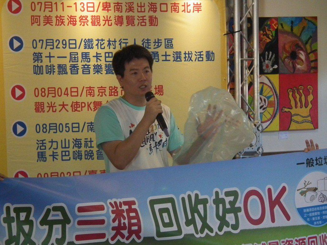 明天7月1日是台東塑限政策開跑,市公所清潔隊特別宣導再宣導,成了活動重點。記者尤...