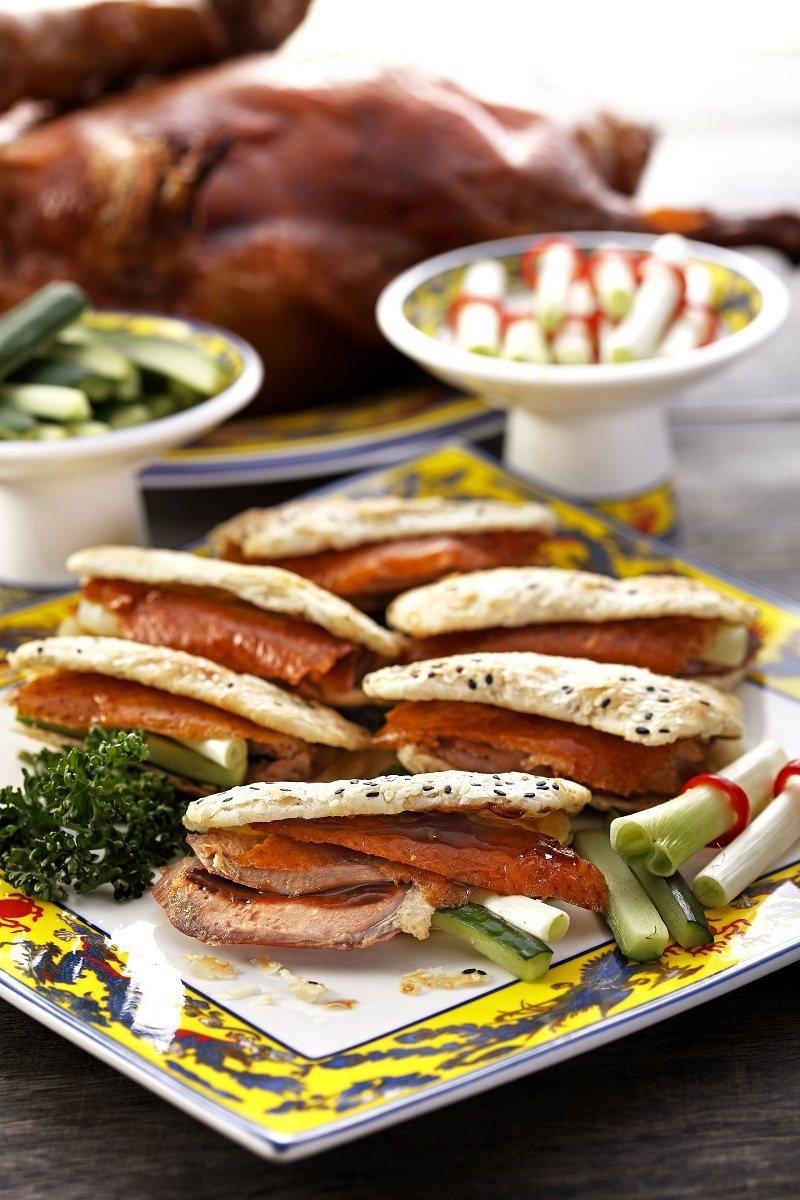 台北威斯汀六福皇宮頤園的烤鴨燒餅。業者/提供