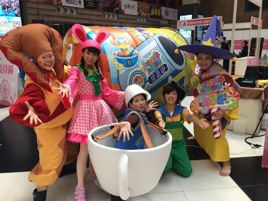 「小叮噹科學主題遊樂園」的魔法香味的奇幻冒險,推出氣味鼻子兒童劇場。圖/縣府提供