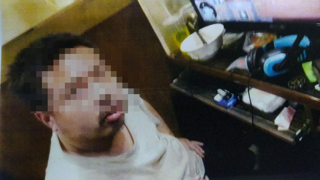新北市33歲無業曾姓男子喜愛泡網咖,手頭不方便,常沿街以徒手方式扳開機車坐墊,竊...