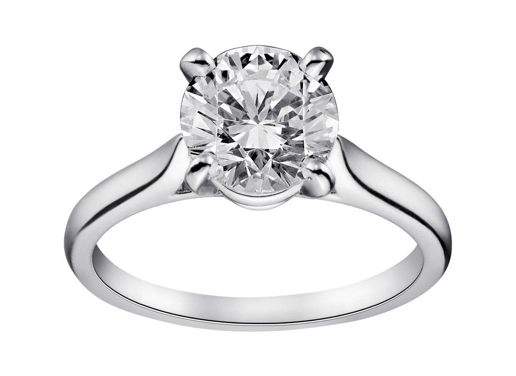 卡地亞1895系列鑽戒,鉑金鑲嵌圓形明亮式切割鑽石,主石備有0.18至3.99克...