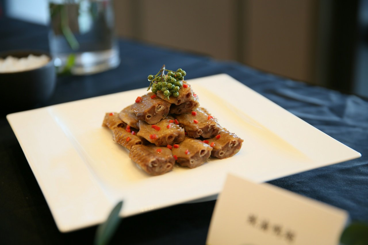 麻辣鴨翅,也創新烤鴨搭配吃法。圖/台北萬豪酒店提供