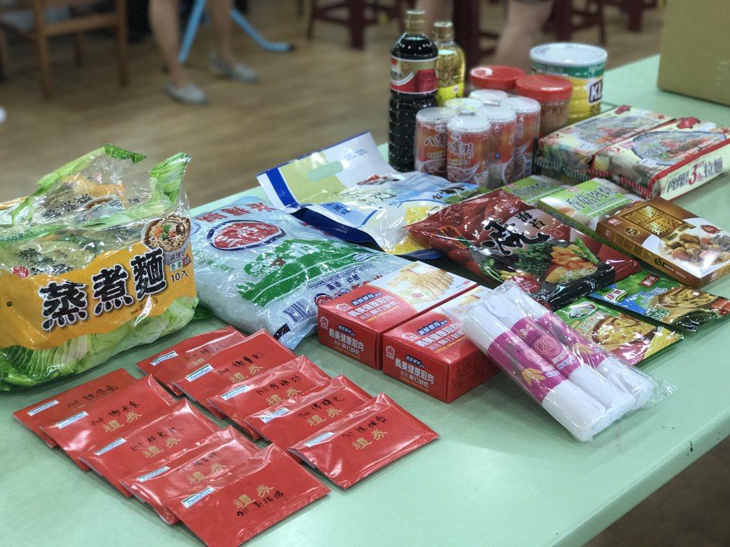 教育局和學校為暑假期間設計不同的愛心午餐供餐方法。記者鄭國樑/攝影