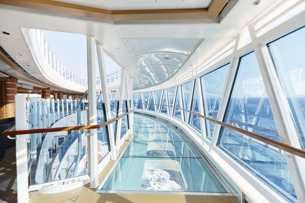 公主遊輪獨創的海上 10 大新奇特色之一,凌空39公尺、長8.5公尺的「海上天空...