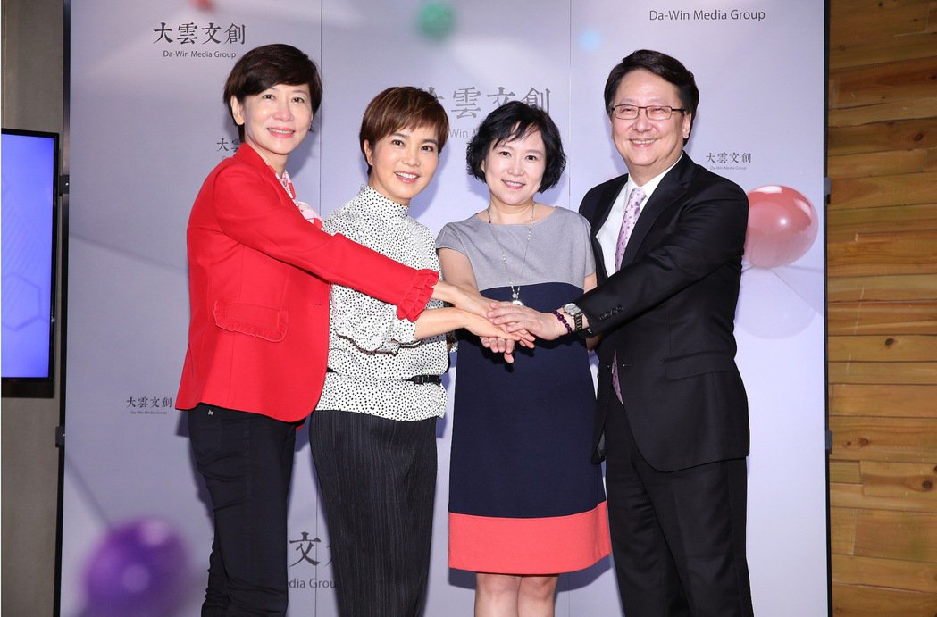 陳藹玲(左起)、李艷秋、詹慶齡、李四端集體轉戰直播。圖/大雲文創提供