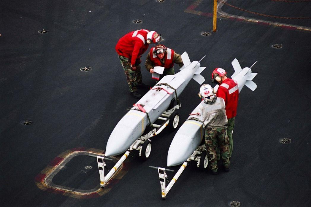 這次美對台軍售的項目包括聯合距外武器(JSOW)。 照片來源/美國海軍網站