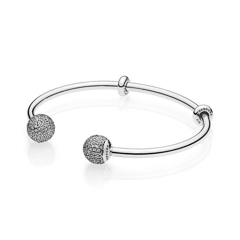 PANDORA閃耀鋯石可換釦頭925銀硬環,5,580元。圖/PANDORA提供