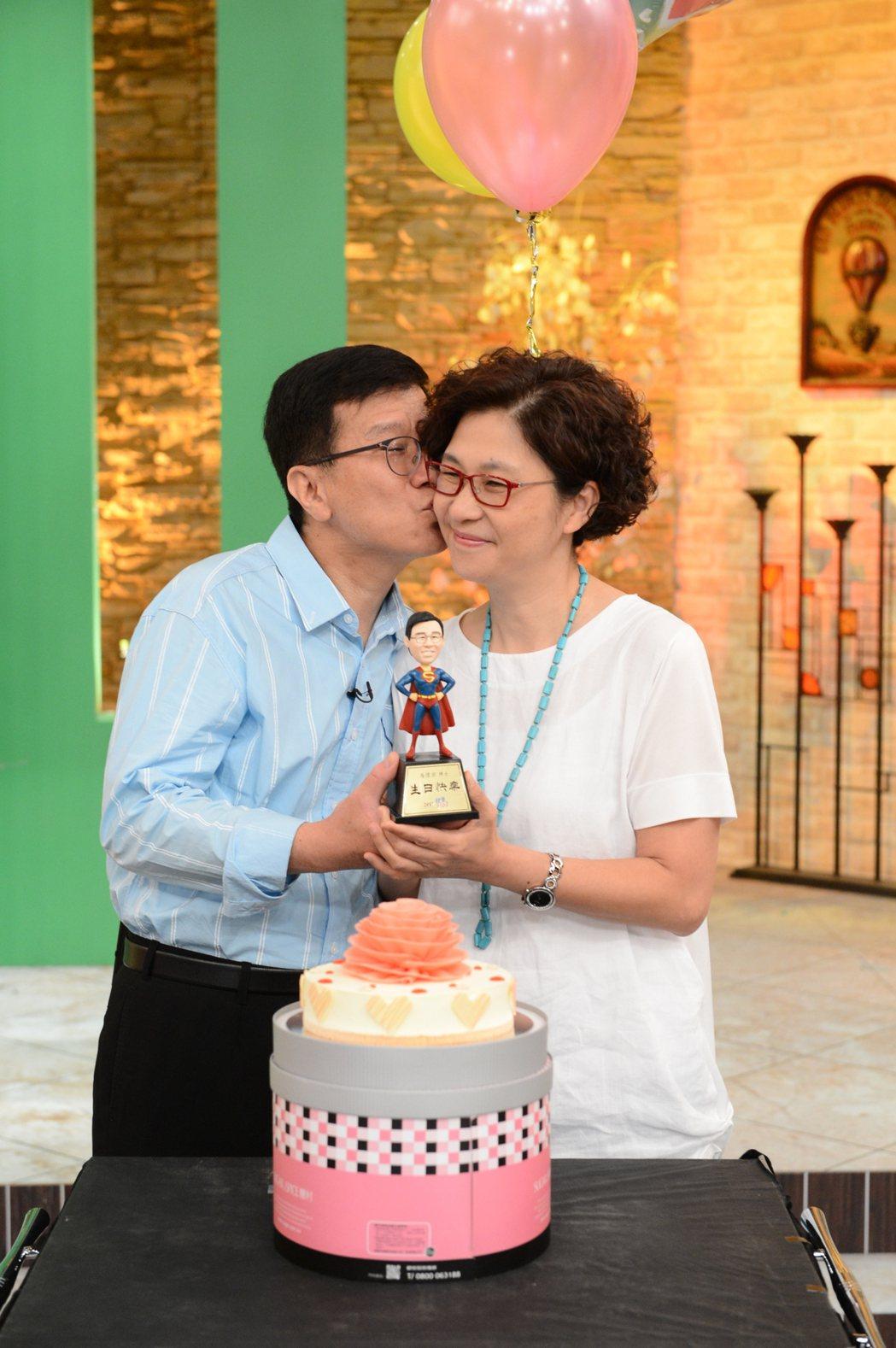 潘懷宗回吻老婆。圖/八大電視台提供