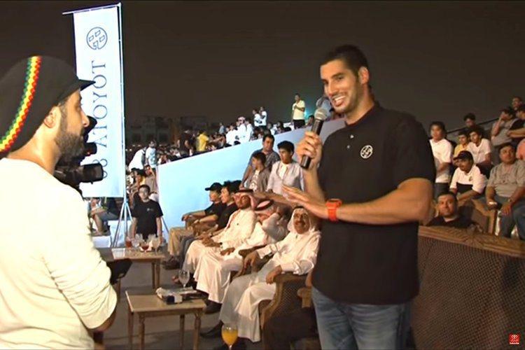 哈山賈密爾(右)來自沙烏地阿拉伯的豪門。圖/翻攝自YouTube