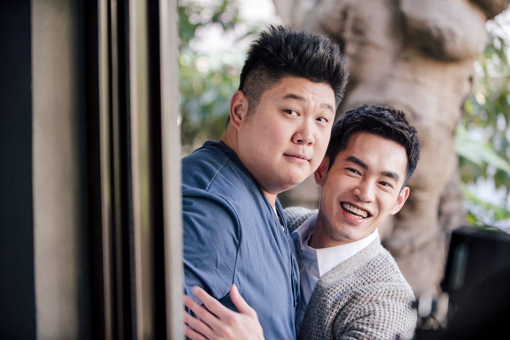 張書豪(右)、哈孝遠在「酸甜之味」有特別情誼。圖/TVBS提供