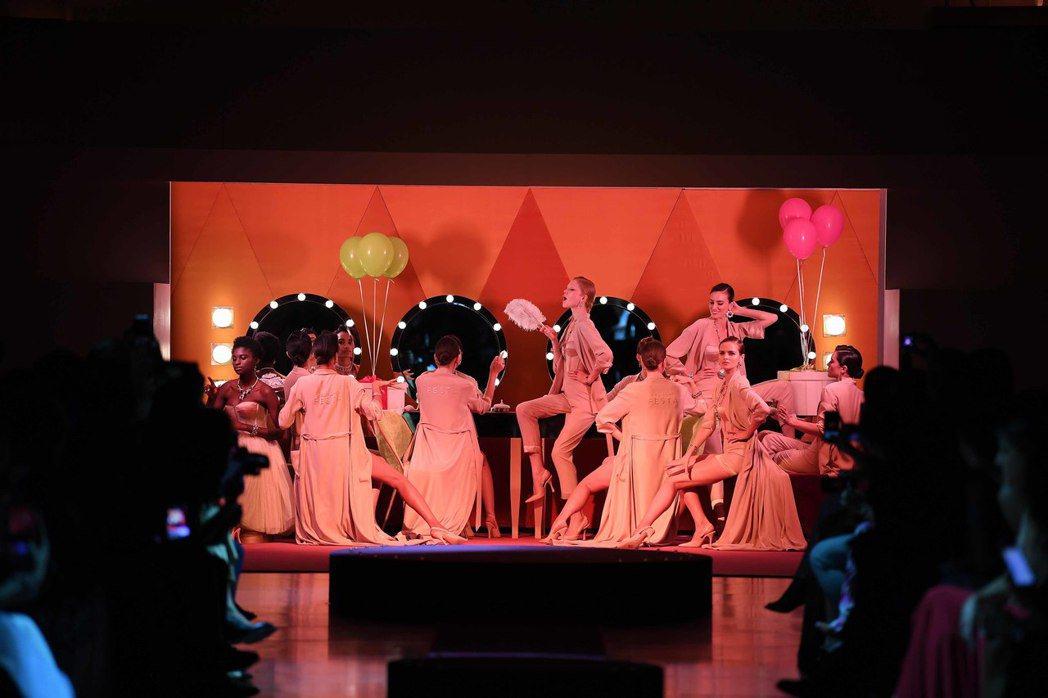 寶格麗FESTA DI BVLGARI頂級珠寶盛展晚宴即獻上精彩絕倫的頂級珠寶秀...