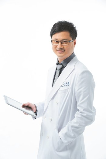 王孟祺醫師(珍世明眼科診所院長)。 圖/王孟祺提供