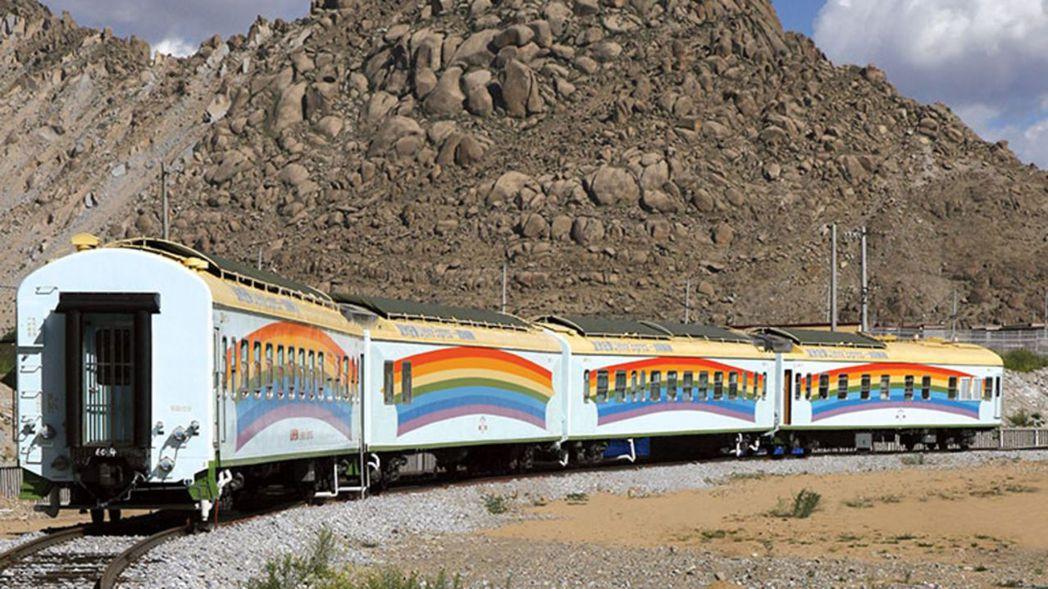 火車醫院的四個車廂包括病人休息車廂、檢查室和手術室車廂、醫護團隊休息車廂和多用途...
