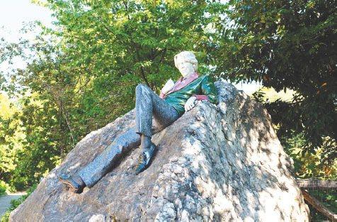 都柏林王爾德紀念雕像。 圖片提供˙陳思宏
