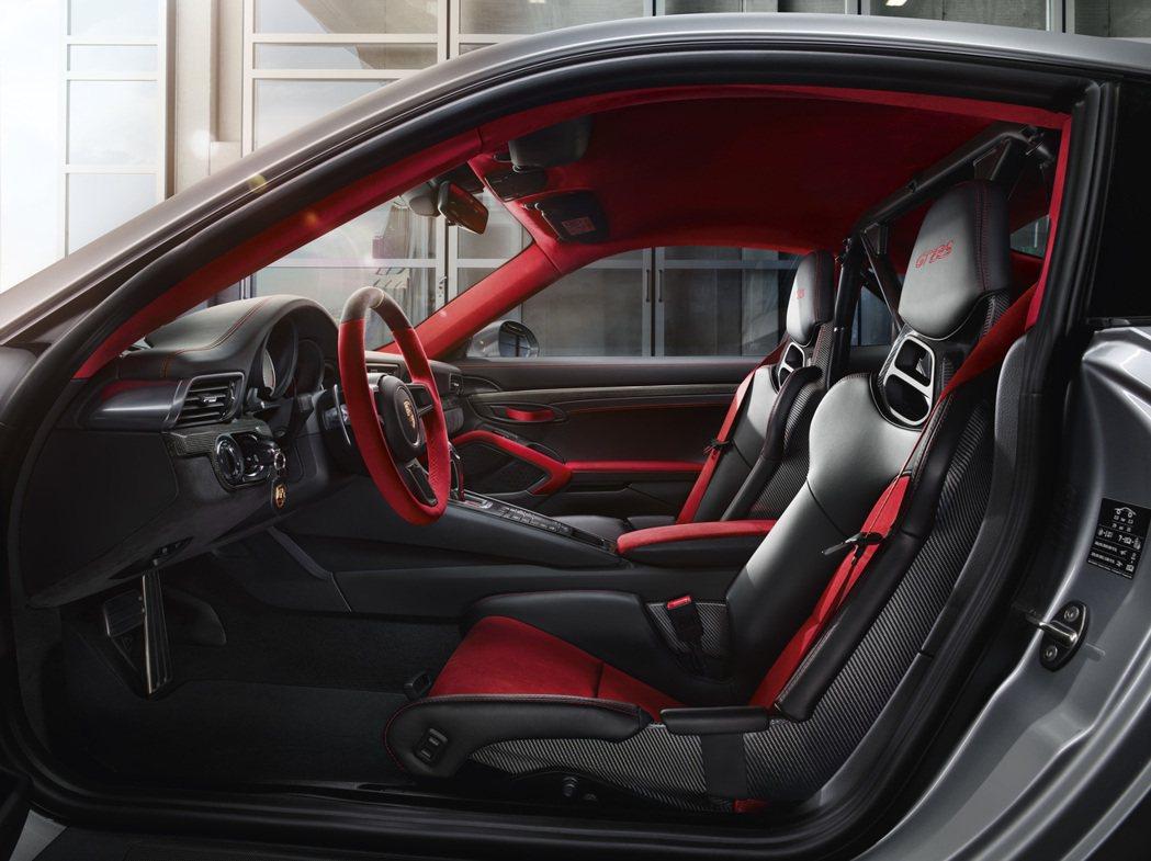 Porsche 911 GT2 RS內裝。圖/Porsche提供