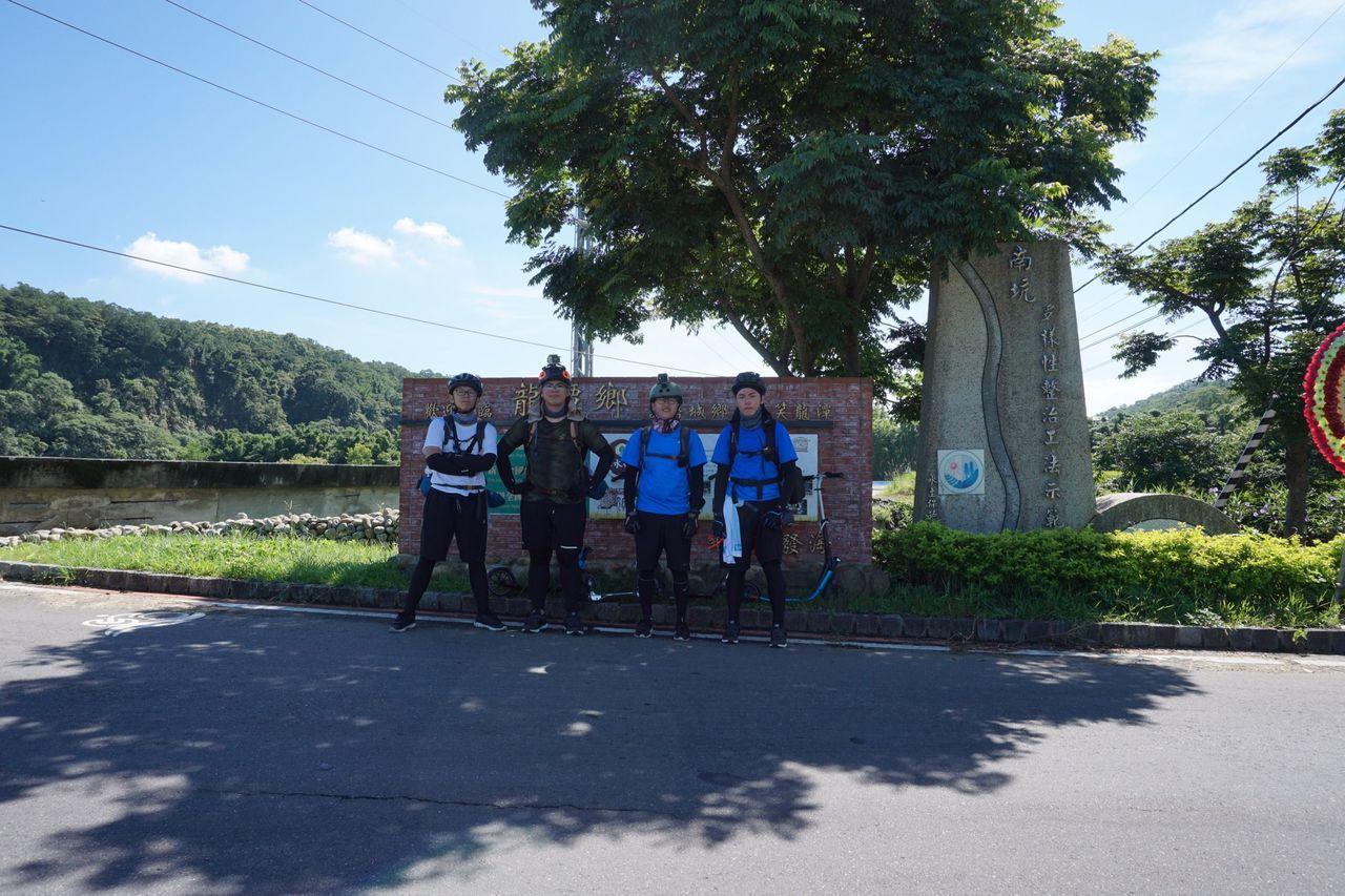 四位明新科大的學生熱愛台灣這塊土地,預計20天環島。圖/江瑋豪提供