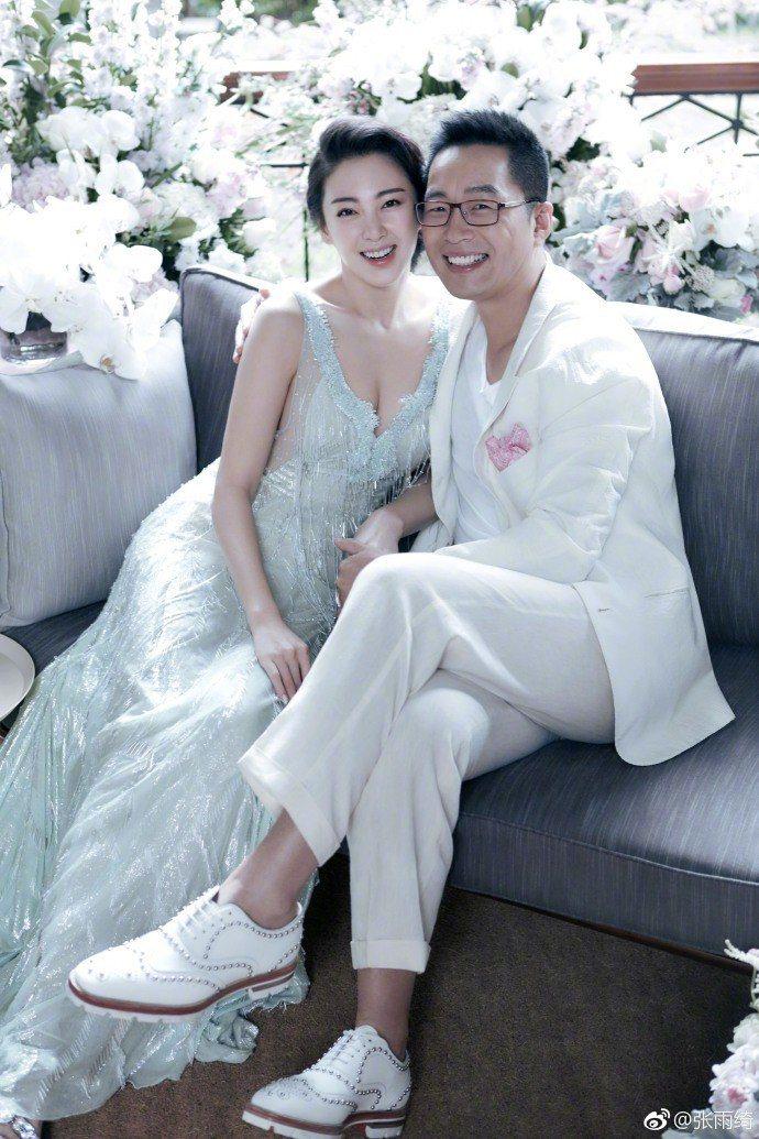 「星女郎」張雨綺(左)和老公袁巴元(右)。圖/摘自微博