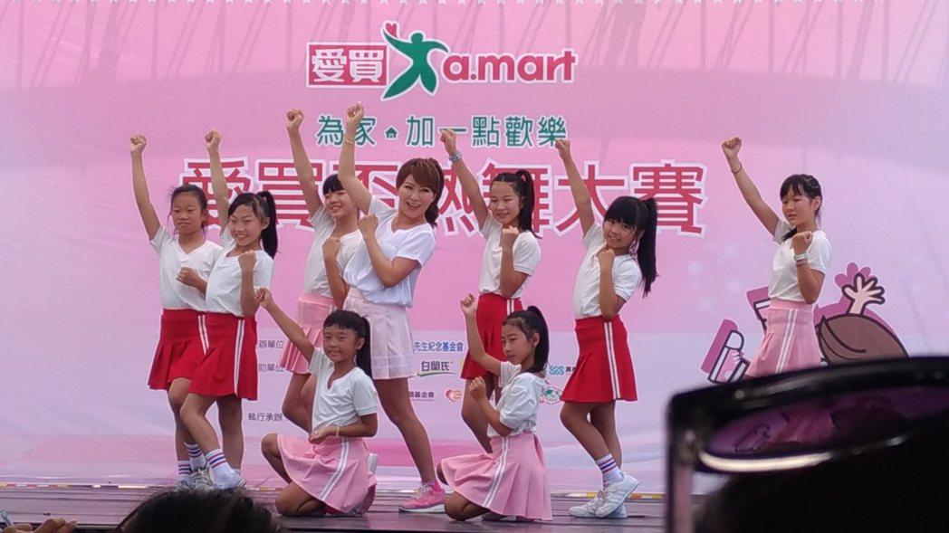 佩甄上台熱舞。記者李姿瑩/攝影