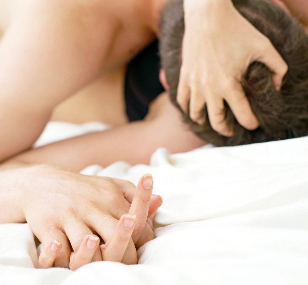 近幾年來國外不斷有報導研究男性「多射多健康」,多做愛或射精可降低罹癌風險。