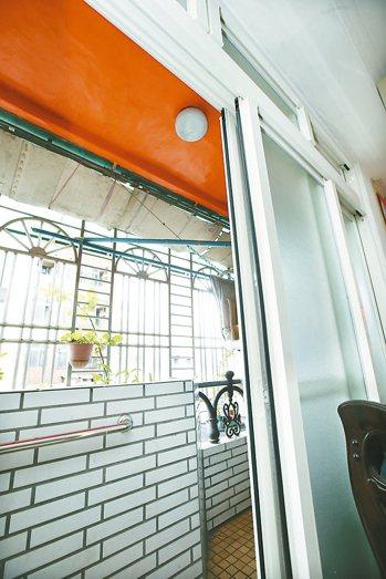 鋪平居家陽台、磁磚:約6萬元 記者蘇健忠/攝影