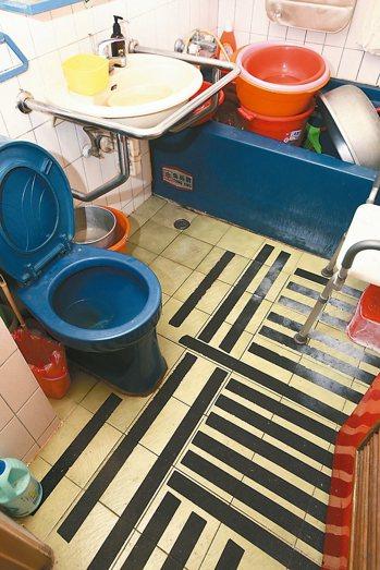 無障礙浴室改造:約2萬元 記者蘇健忠/攝影