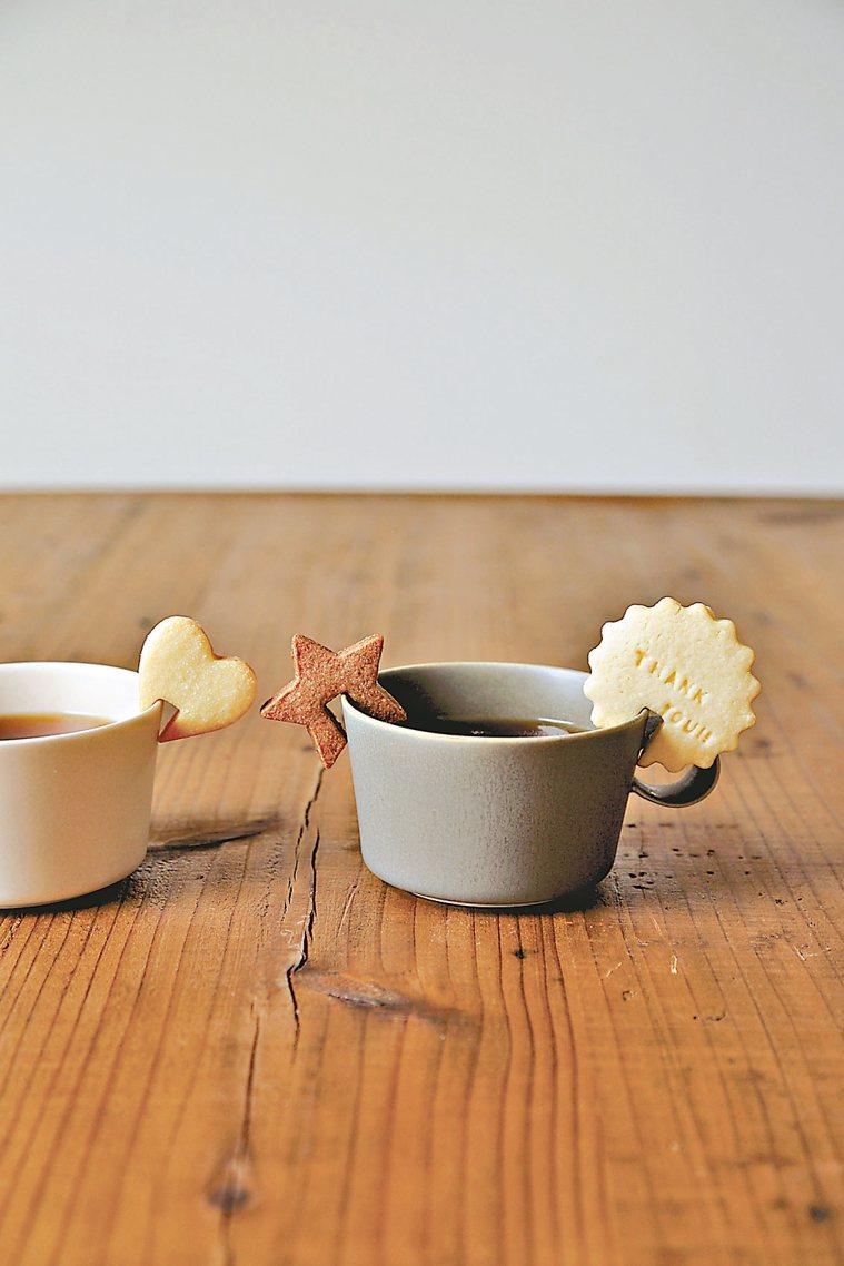簡單形狀的杯緣子餅乾 圖/摘自采實文化《小烤箱也OK!杯緣子餅乾》