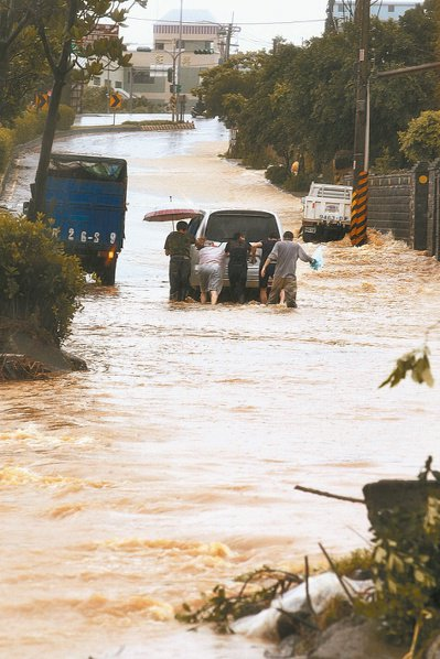 之前暴雨導致水患及農損,檢討前瞻建設計畫裡水資源項目的聲音不斷。 圖/報系資料照