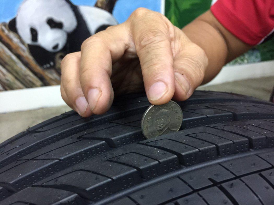 胎紋不足易導致水漂現象;胎紋不足1.6公釐就須更換輪胎。 本報資料照片