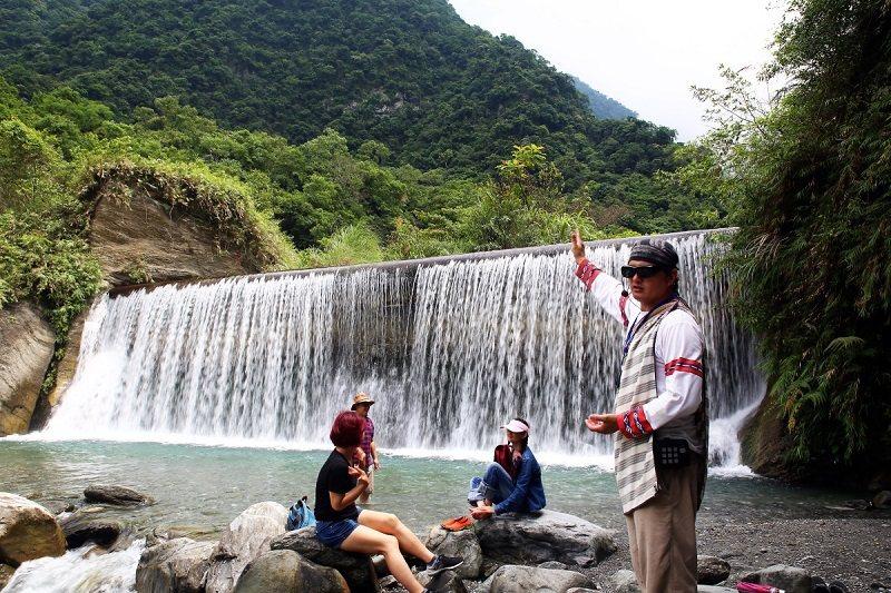 翡翠谷-清澈的琉璃瀑布,美得有如一幅玻璃珠簾