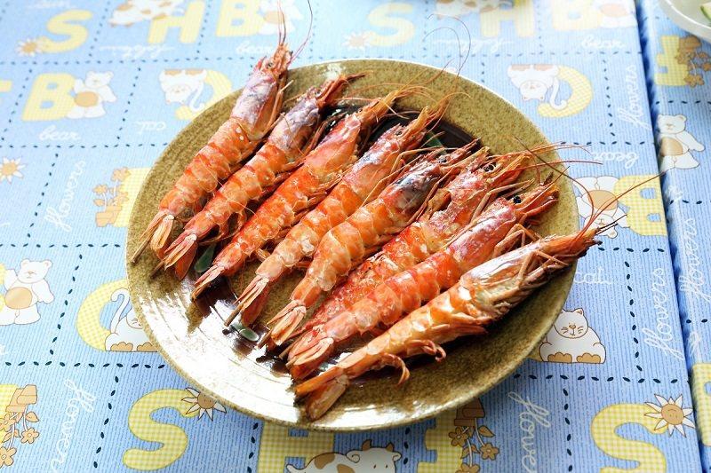 烤蝦是兩津農莊食堂的招牌菜之一,簡單烹調吃得出蝦子的鮮甜