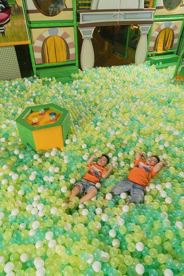 超大波波綠星球池,可以跳躍翻滾玩不膩