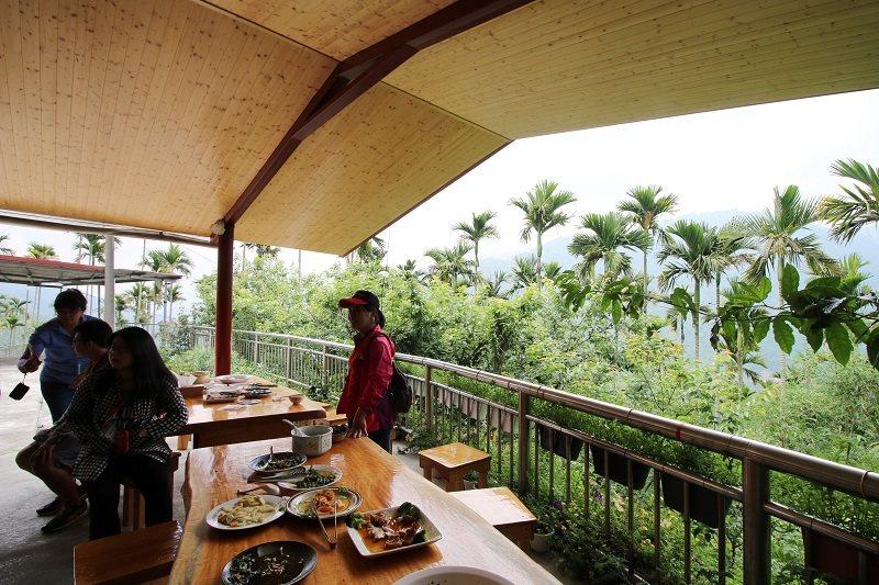 華姐野菜舖子-半露天的用餐環境,可在山風輕拂中享受野菜香氣