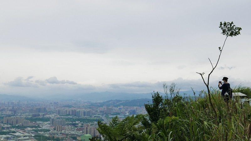 從青龍嶺俯瞰大台北地區