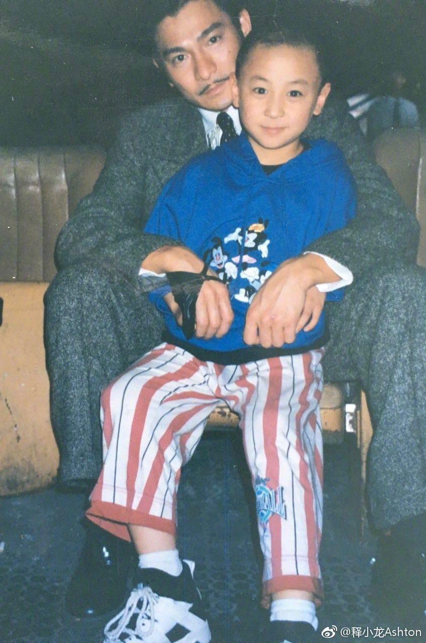 釋小龍貼出童年時與劉德華的合照。圖/取自微博