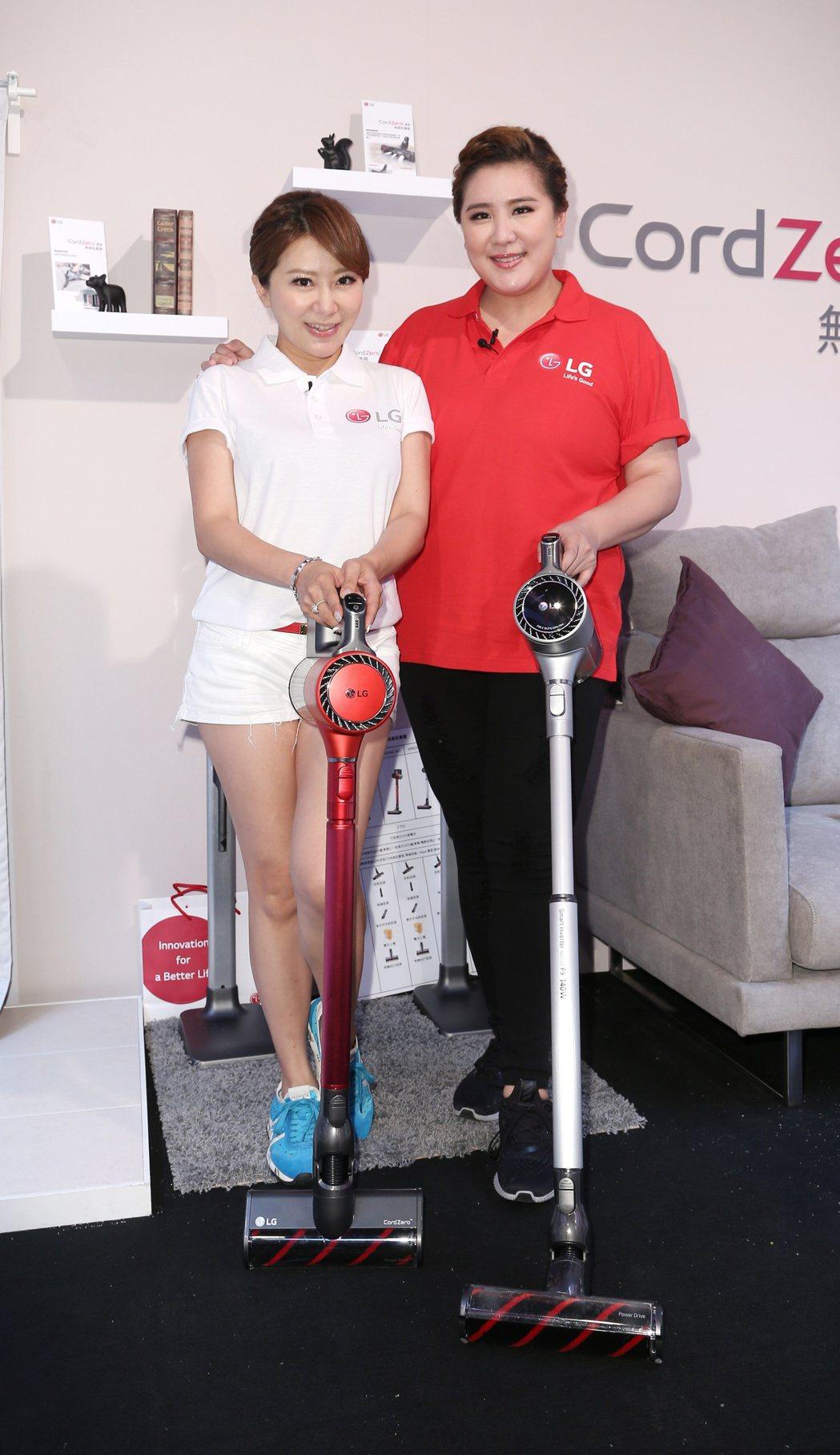 小禎(右)與佩甄(左)出席家電活動。記者陳立凱/攝影