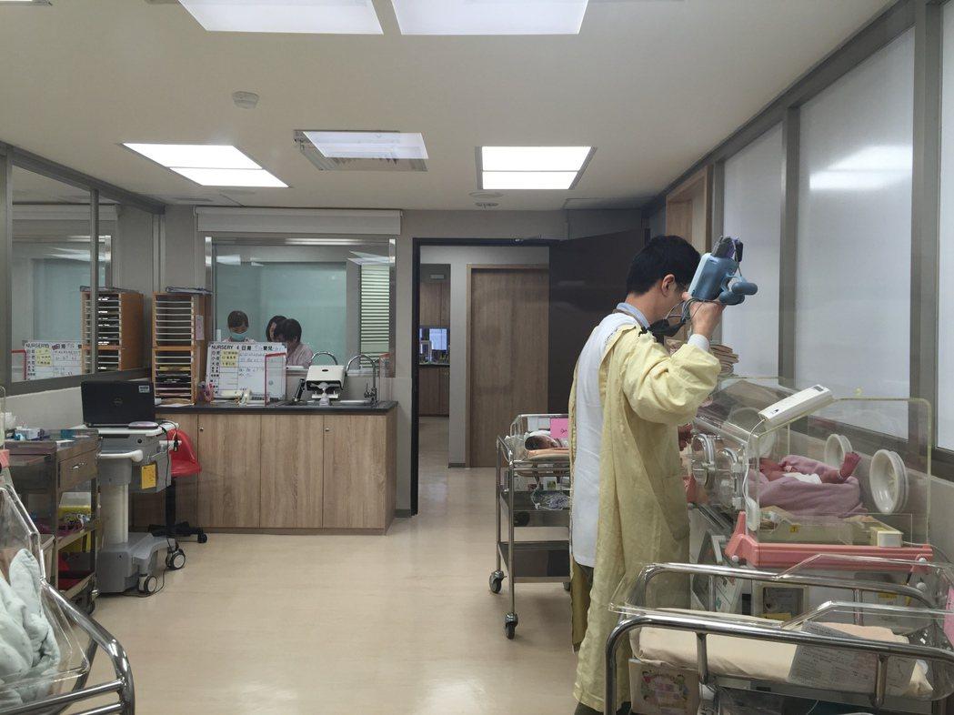 衛福部國健署指出,為使胎兒出生健康,孕婦除定期產檢外,也應遠離菸、酒及檳榔等危害...