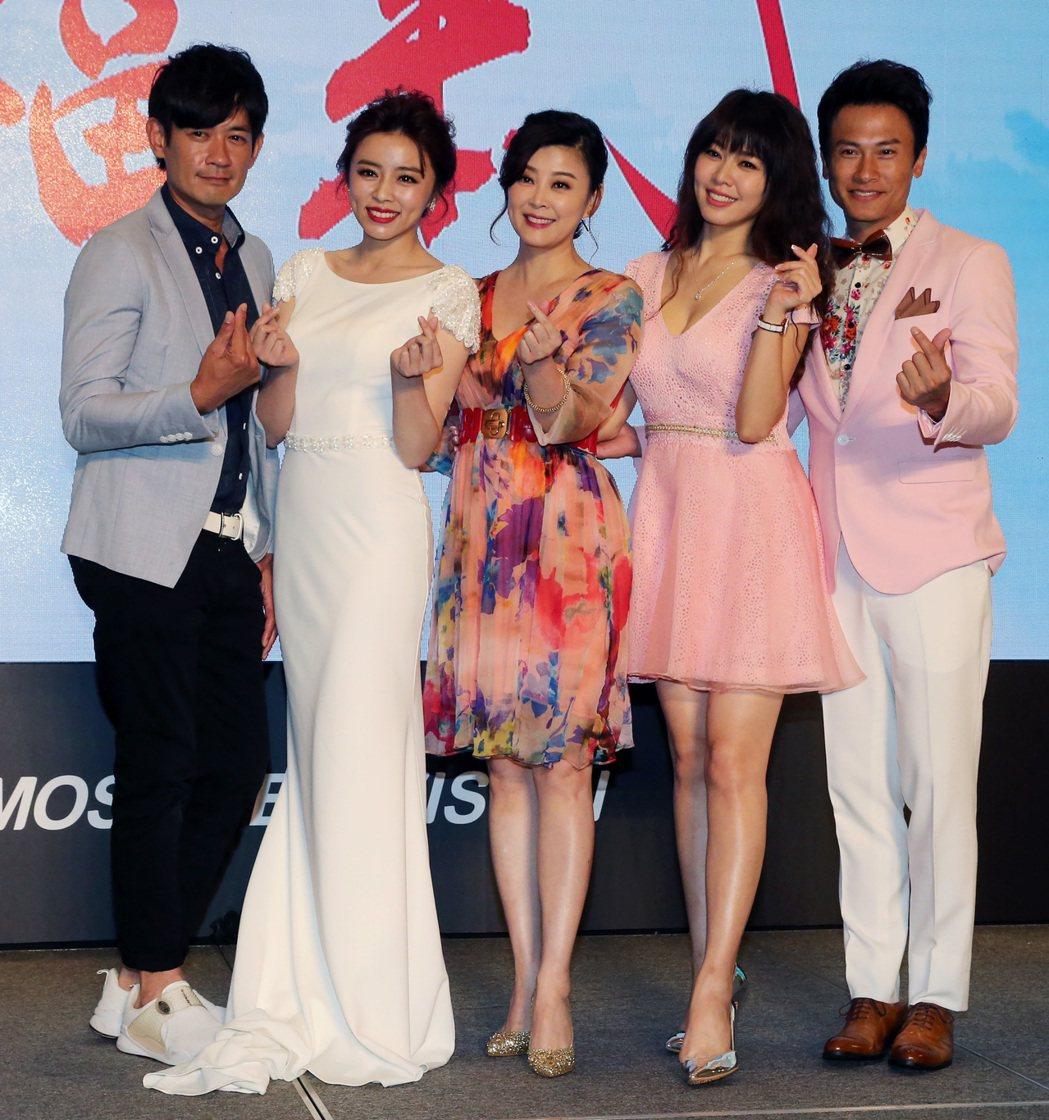 民視最新八點檔大戲「幸福來了」 ,主要演員柯叔元(左起)、王瞳、方馨、白家綺、王...